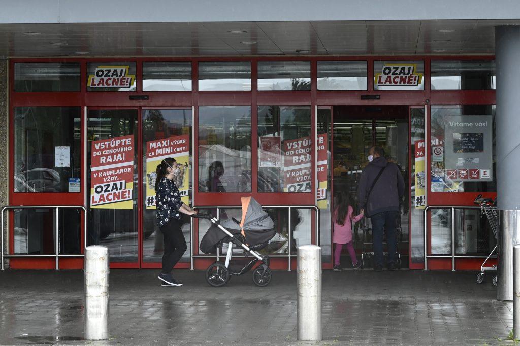 Aj Česi sa už chystajú obnoviť nedeľný predaj v obchodoch