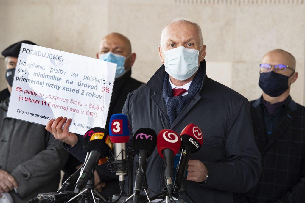 Zdravotníci varujú: Systému hrozí kolaps