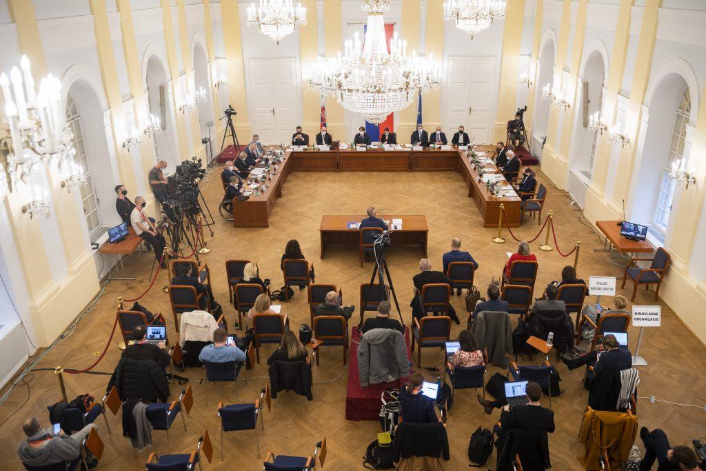 Poslanci si zmýlili fórum s televíznou Súdnou sieňou, vraví Vagovič o vypočúvaní kandidátov na GP