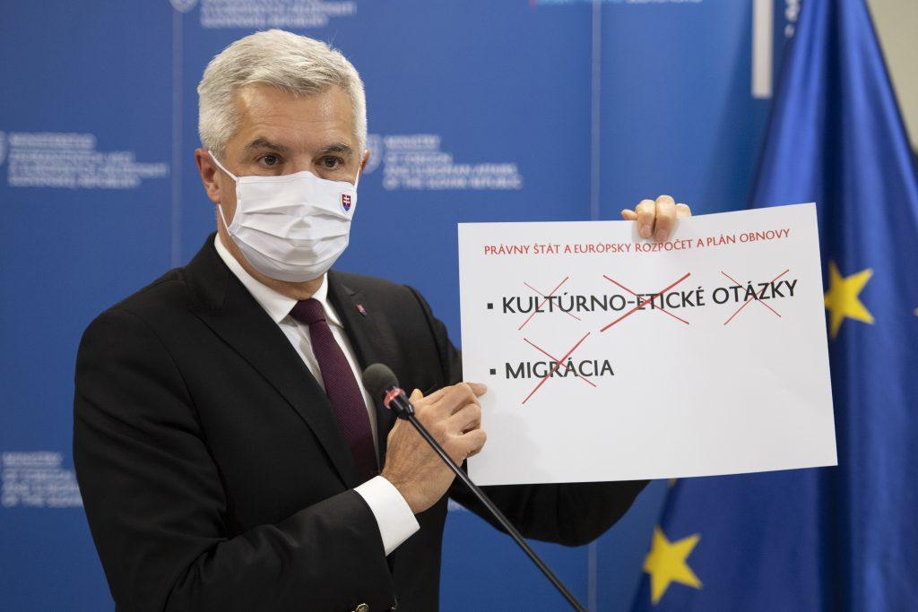 Slovensko sa v spore s Maďarskom a Poľskom pridalo k Bruselu