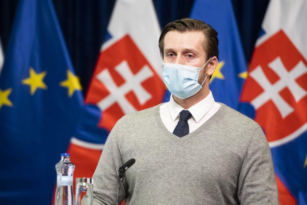 Smatana: Vďaka rúškam desaťnásobne klesol výskyt respiračných ochorení