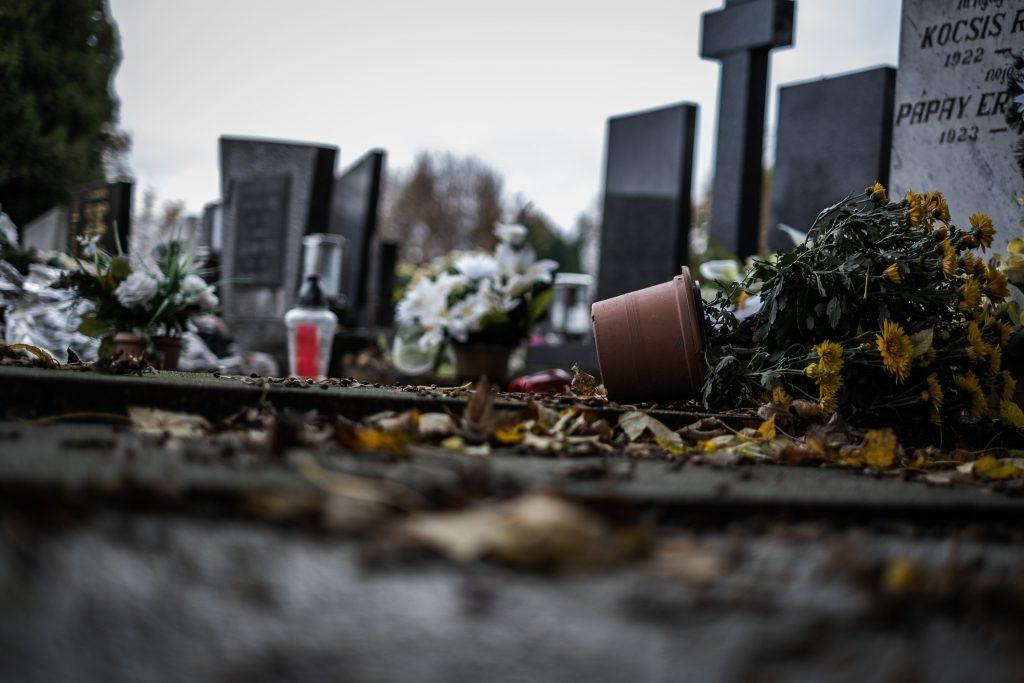 Zajtra pôjdem na cintorín
