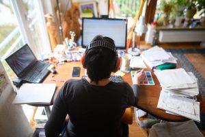 Vyhovuje Slovákom práca z domu? Sťažujú sa najmä ľudia, ktorí nebývajú sami