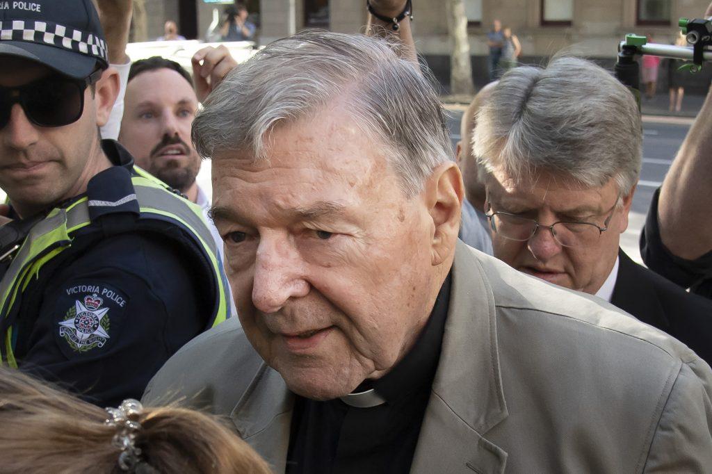 Austrálskeho kardinála súd oslobodil, ale Vatikán ďalej čelí tlaku