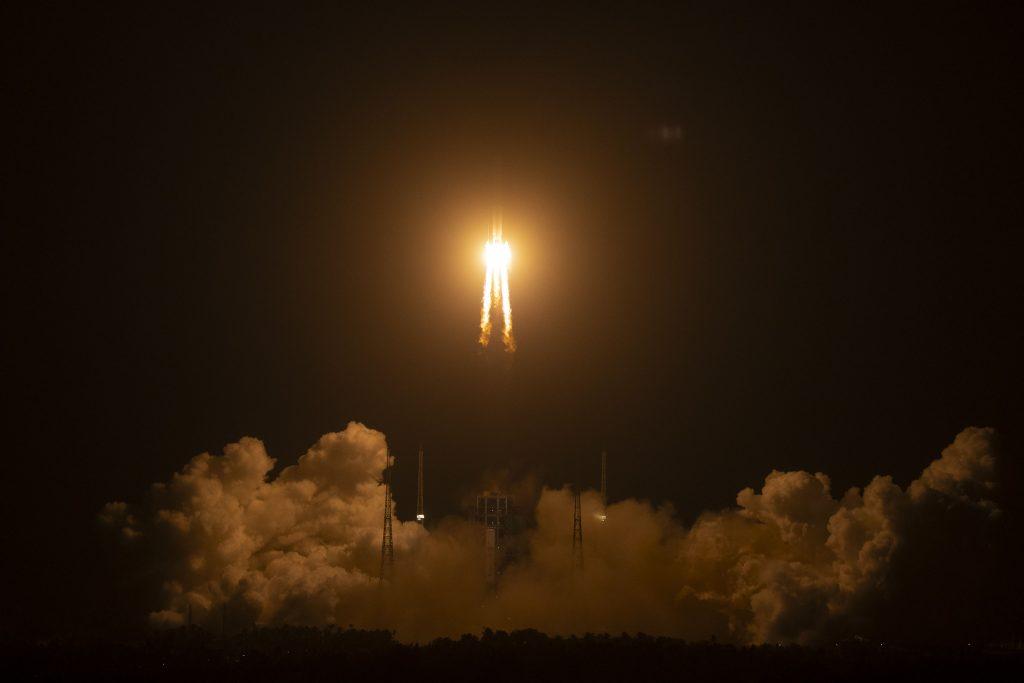 Čína dobýja vesmír, na Mesiac vyslala raketu