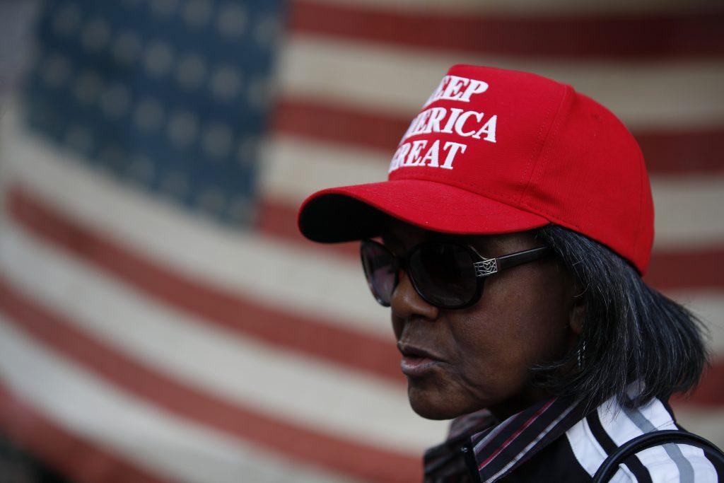Desiatky tisíc Američanov prišli podporiť Trumpa