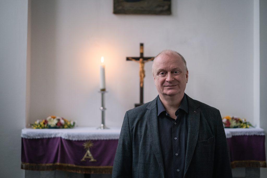 Biskup Hroboň: Sexualita človeka sa stáva modlou dneška, okolo nej sa všetko točí