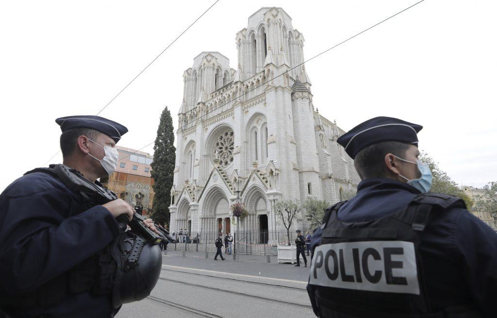 Francúzsko zažíva krvavé náboženské vraždy, prezident hľadá spásu v sekularizme