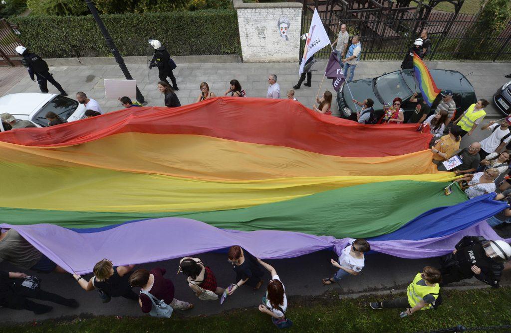 Nóri budú posielať do väzenia aj za súkromné nenávistné prejavy voči LGBT