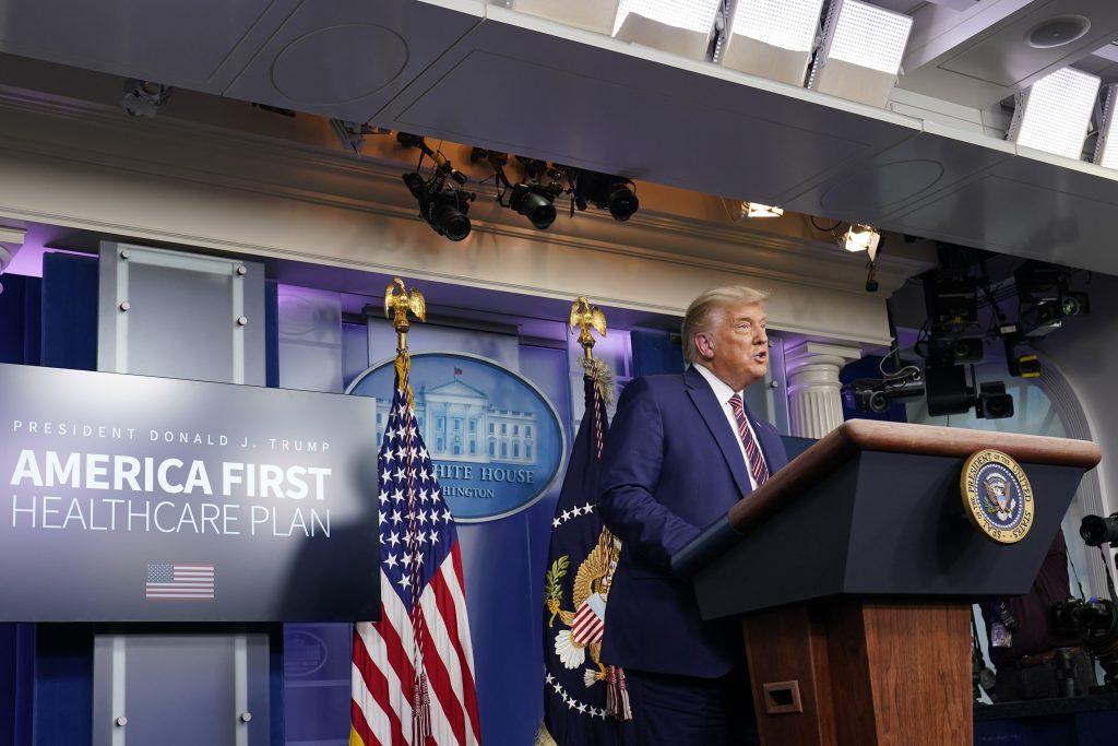 Trump začne s odovzdávaním moci, výsledky však neuznáva