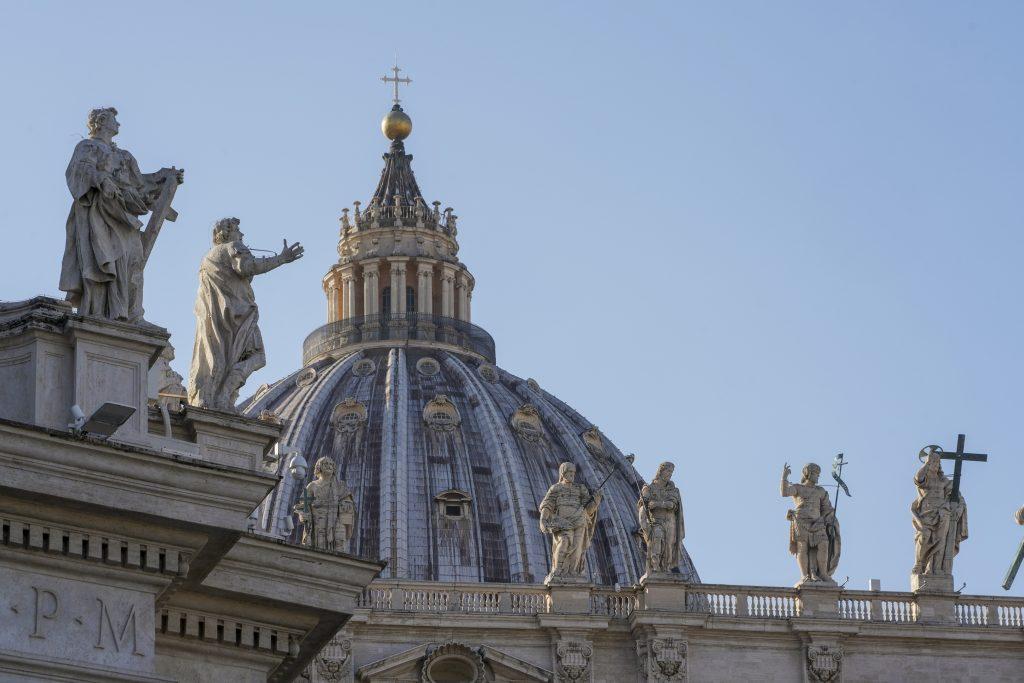 Zo Správy o McCarrickovi je sága, prílišná transparentnosť môže cirkvi uškodiť