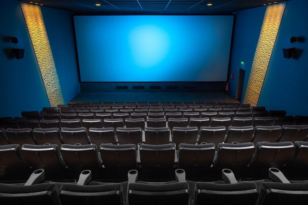 Keď nejde divák do kina, musí ísť kino za ním