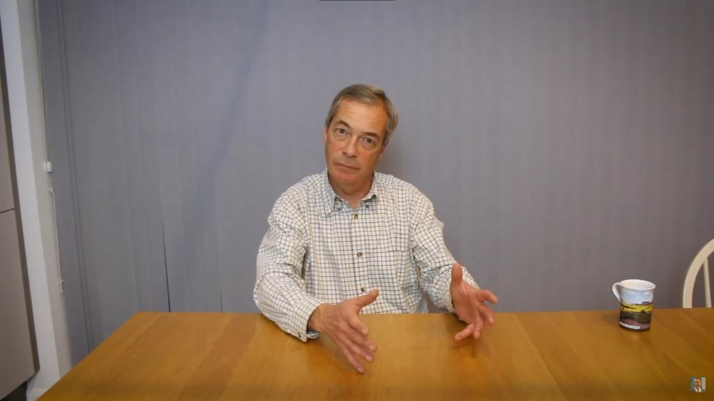 Protimigračný politik Nigel Farage mal zachrániť dvojicu migrantov pred utopením