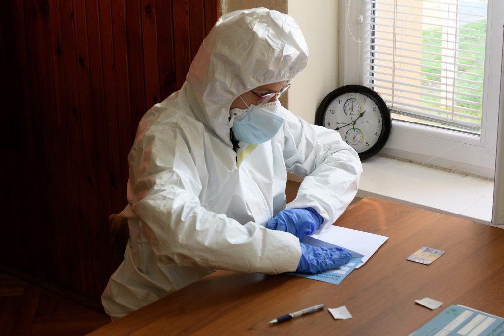 Počty hospitalizácií naznačujú, že vírus nie je pod kontrolou
