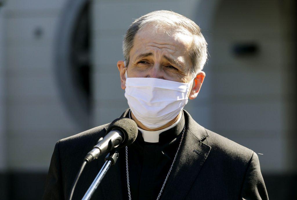 Biskupi: Očkovanie je morálne prípustné, vakcína nie je bezproblémová