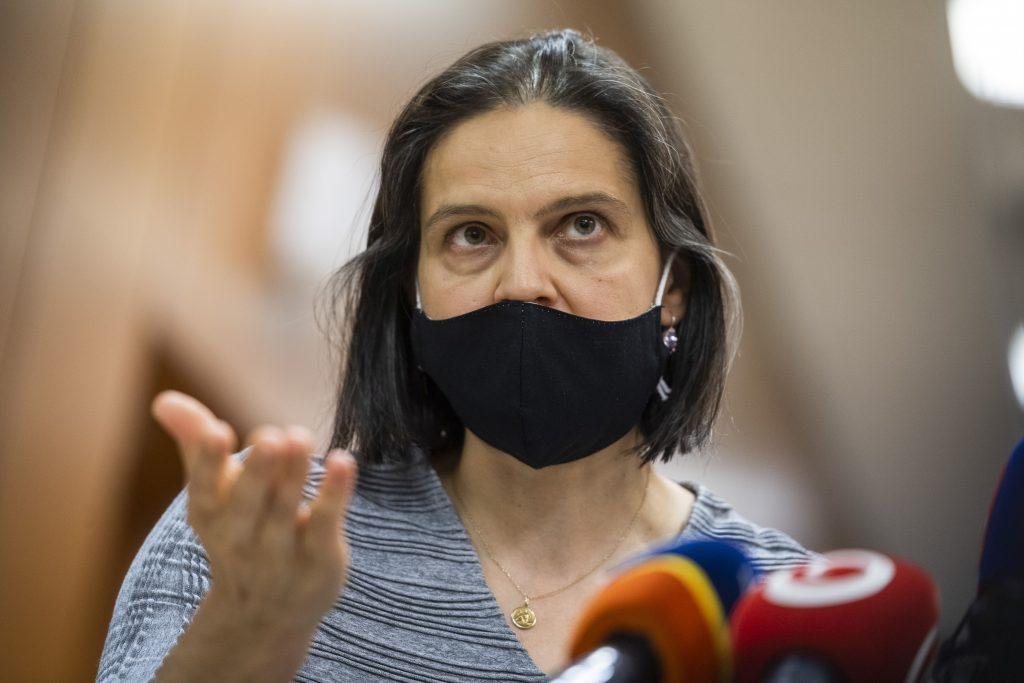 Ministerka Kolíková čelí kritike sudcov, Ján Mazák ju bráni