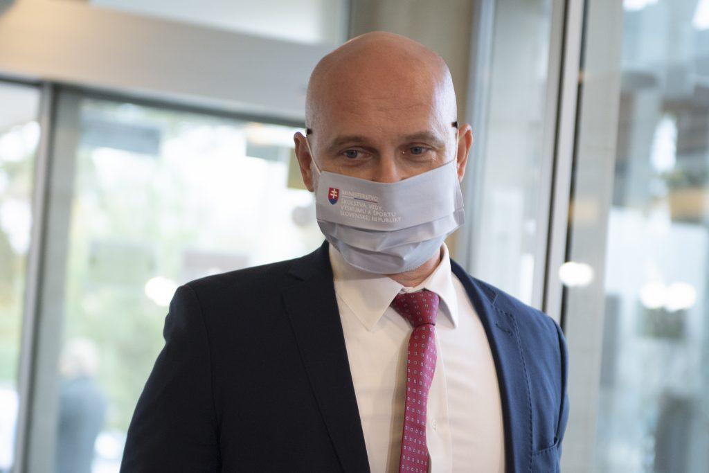 Ministrovi Gröhlingovi dochádza trpezlivosť, povedal krízovému štábu