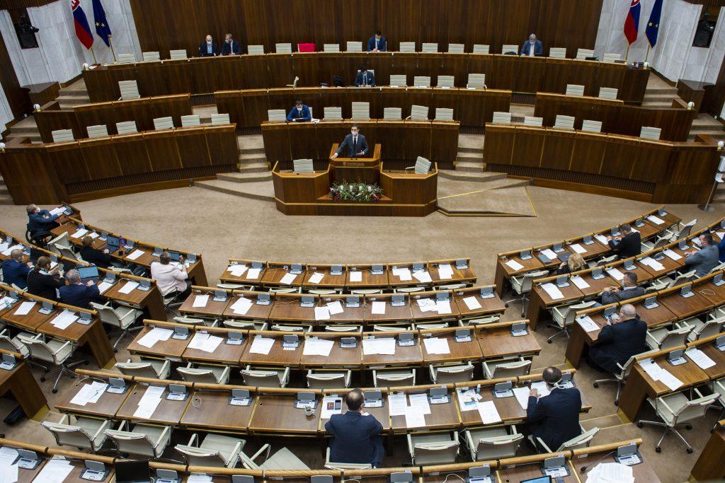 Poslanci odobrili predĺženie núdzového stavu zo záveru minulého roka o 40 dní
