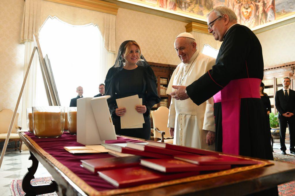 Pápež František prijal pozvanie na Slovensko