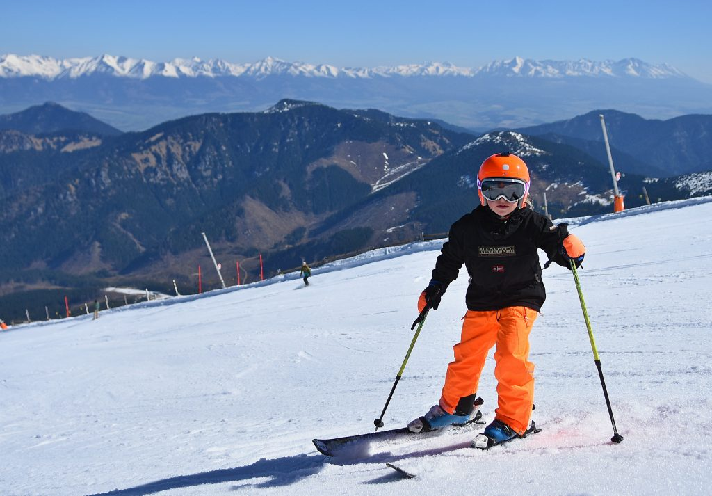 Niektoré lyžiarske strediská začali sezónu. Lyžovačka bez opatrení nebude možná
