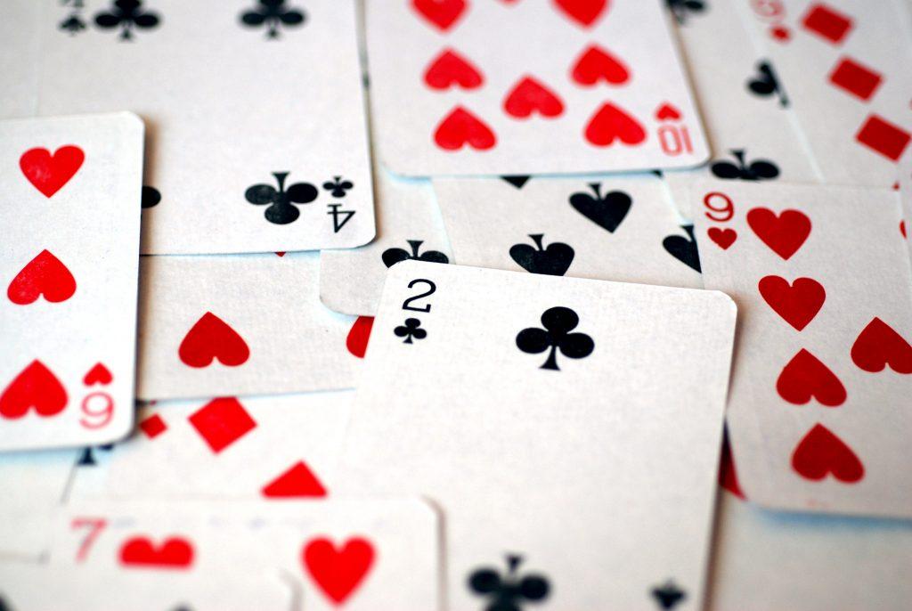 Červeň, minca či meč. Ako a prečo sa v Európe líšia hracie karty