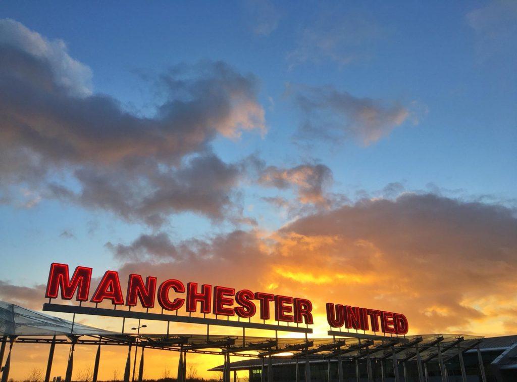 Bitka o Manchester bude vrcholom futbalového víkendu v Anglicku