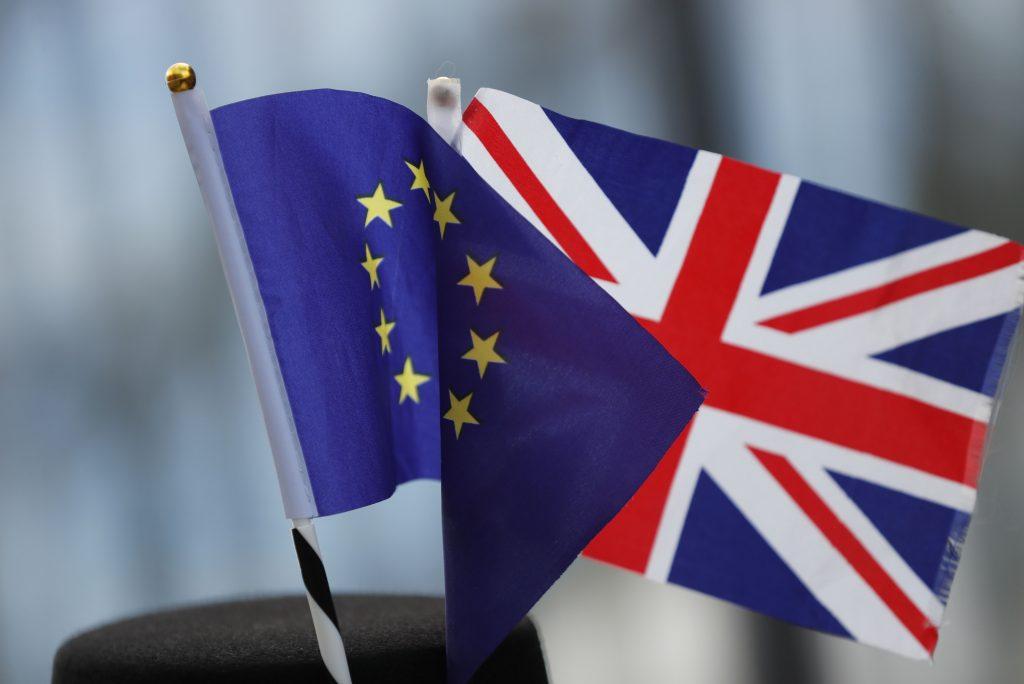 Obchodná dohoda medzi EÚ a Veľkou Britániou má súhlas oboch strán