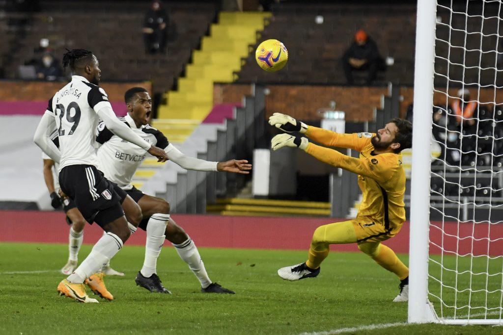 Manchesterské derby bezgólové, zaváhanie favoritov využil Leicester