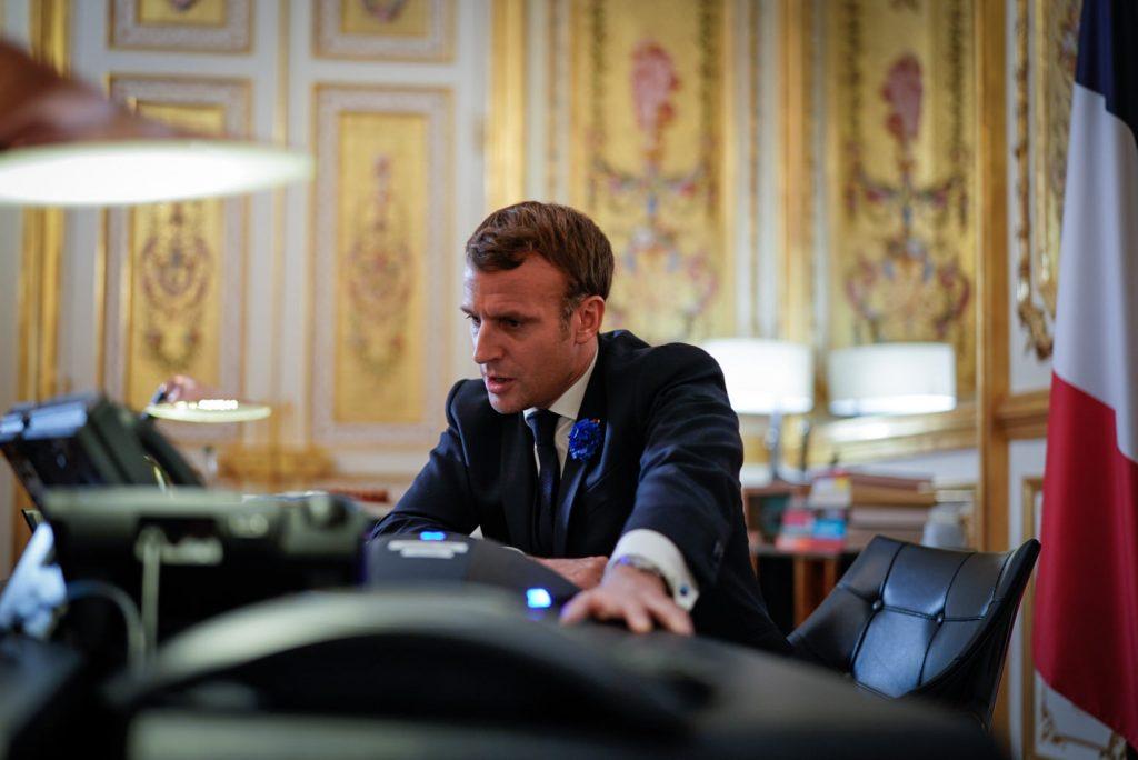 Macron už nehovorí o islamizme, ale chce proti nemu bojovať