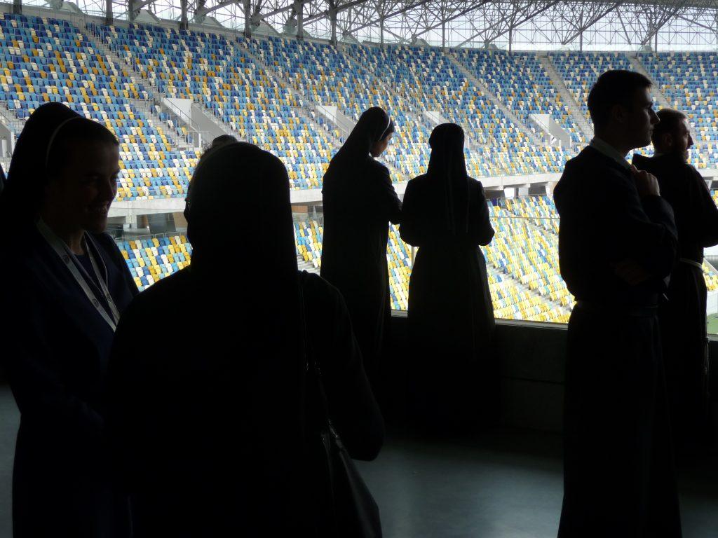 Rehoľníci na futbalovom štadióne