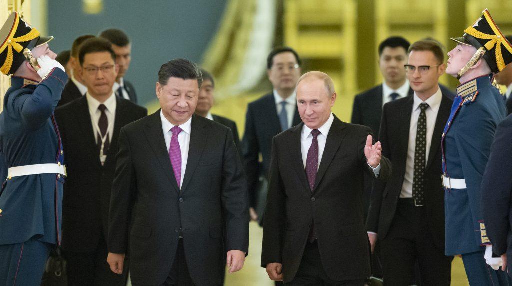 Rusko rozohralo vo vzťahoch s Čínou a Západom nebezpečný vabank. Príčinou sú sankcie