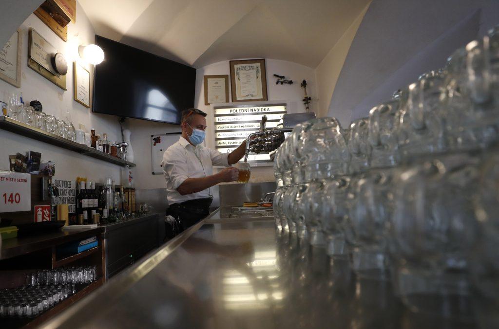 Česi uvoľňujú opatrenia. Otvorili reštaurácie aj fitnescentrá, u nás platia tvrdšie obmedzenia
