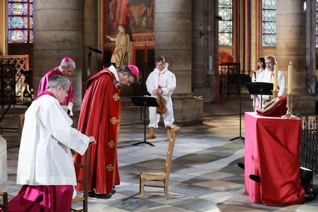 Aj vo Francúzsku sa postavil súd na stranu biskupov