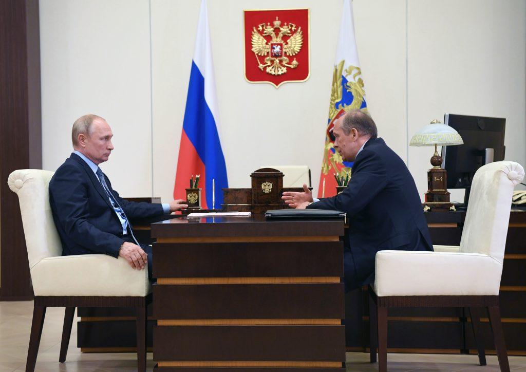 Putin prečkáva pandémiu v letovisku. Má tam repliku svojej moskovskej pracovne