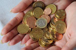 Európske banky si odlievajú do daňových rajov približne 20 miliárd eur ročne, tvrdí analýza