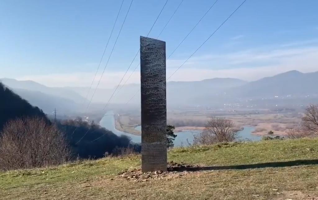 Záhadný kovový hranol sa objavil aj v Rumunsku