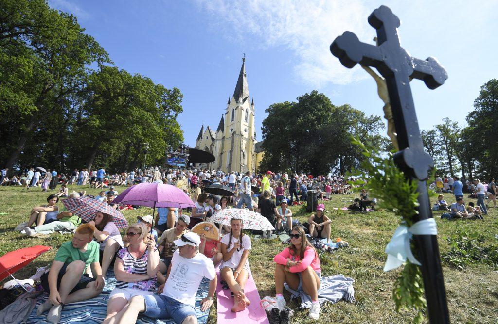 Prieskum: 35% veriacich verí, že Boh koná zázraky
