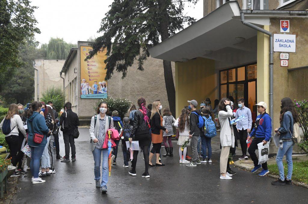Od pondelka sa otvárajú základné a stredné školy