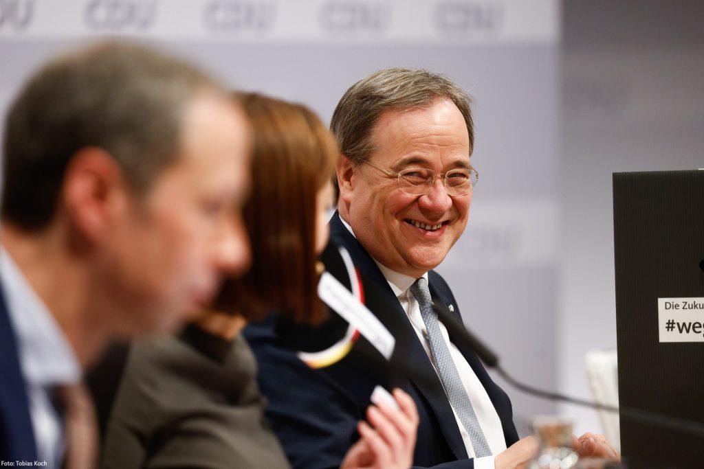 Otázka po sneme CDU: Bude stredoľavý katolík nemeckým kancelárom?