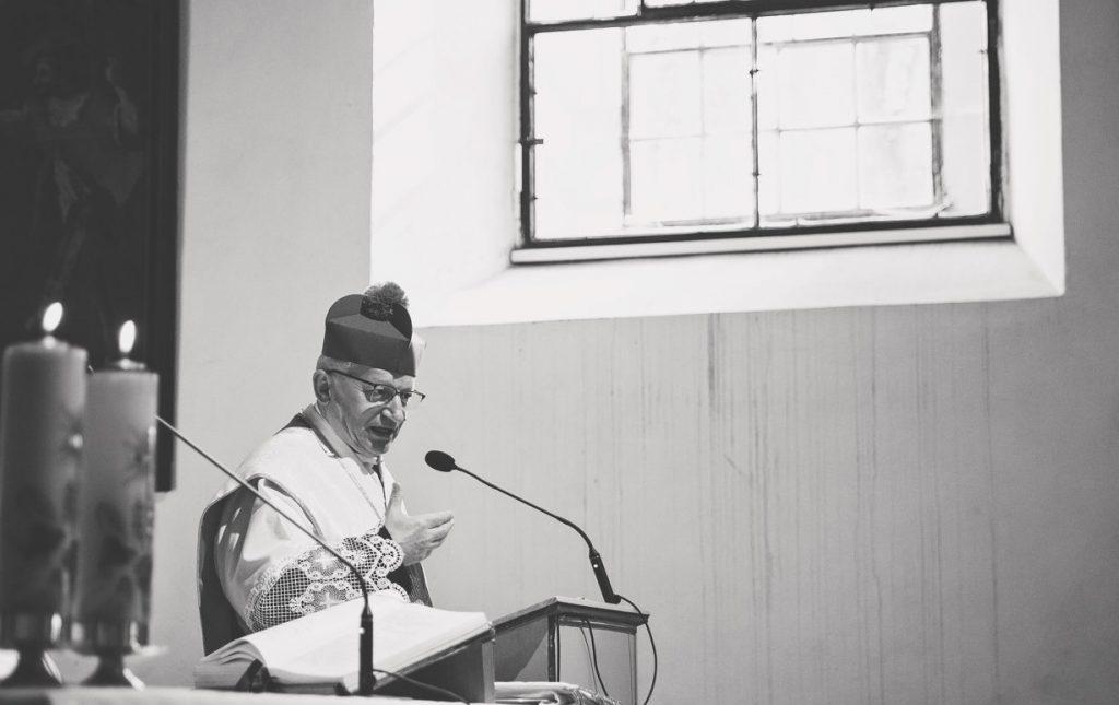 Cirkevný právnik Duda: Zakázať účasť na omši sa nedá