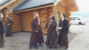 Slovenský biskup Islandu kriticky: Viac ľudí môže byť v saune ako v kostole