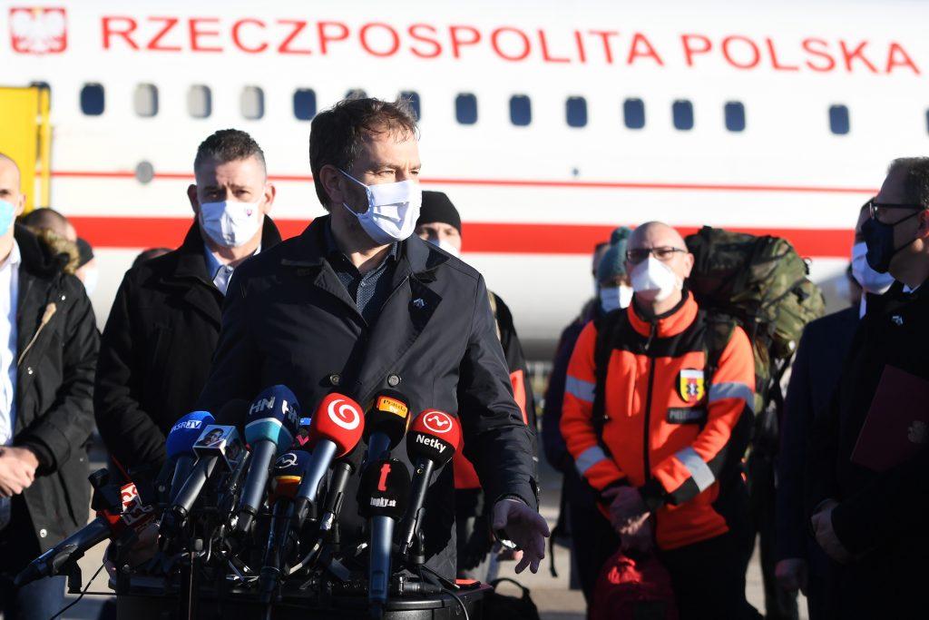 Bratský krok: Na Slovensko pricestovalo 65 poľských zdravotníkov