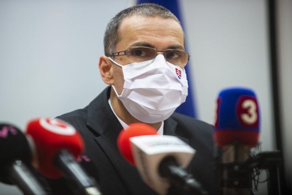 Hlavný hygienik porušil zákon, vyhlásil generálny prokurátor Žilinka