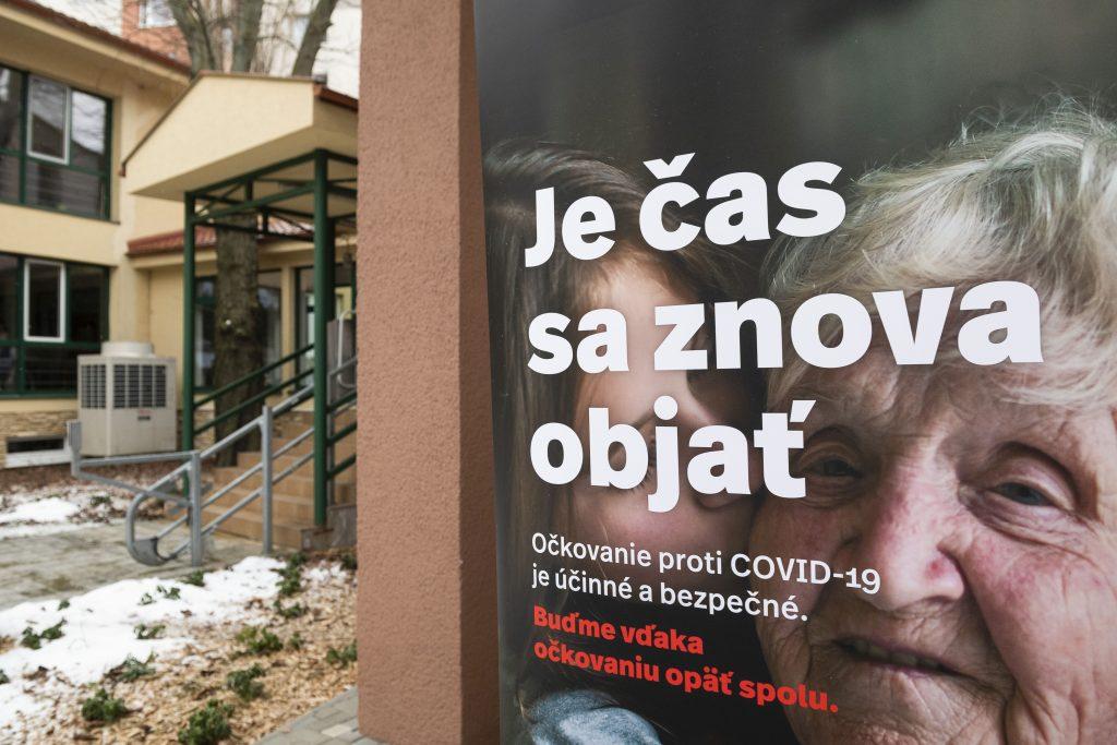 Na Slovensku sa spustilo očkovanie v zariadeniach sociálnych služieb