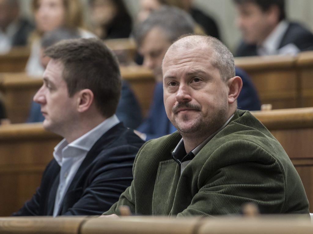 Rozpad ĽSNS: Uhrík, Mazurek, Ďurica a ďalší opúšťajú Kotlebu