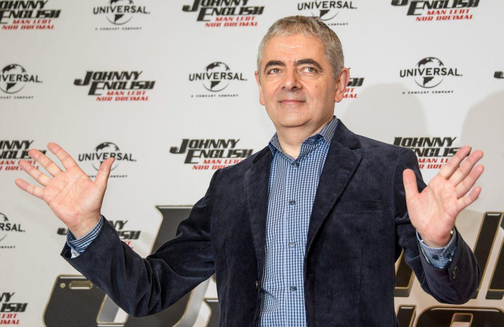 Rowan Atkinson o kultúre vymazávania: Stredoveká zberba hľadá niekoho na upálenie