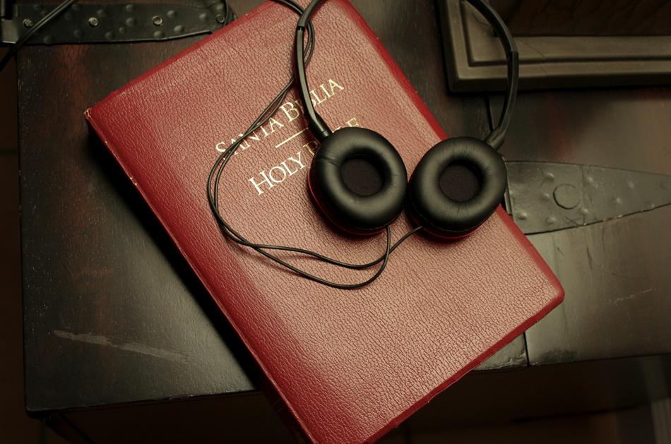 Podcast a Biblia. Možno to prekvapí, ale patria k sebe
