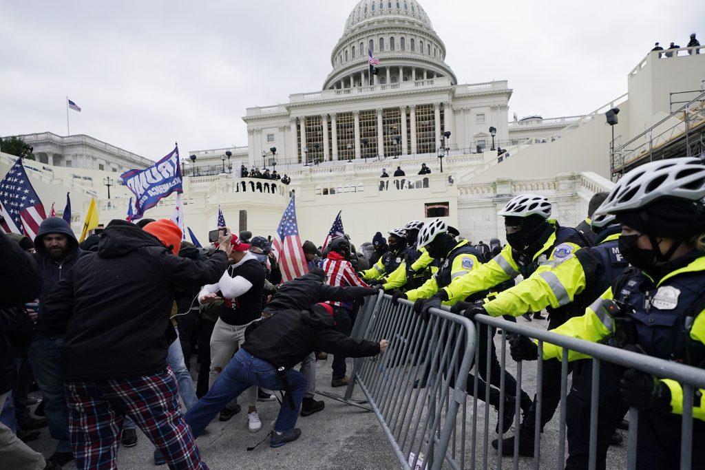 Streľba v Kongrese, Trump demonštrantov vyzval, aby boli pokojní
