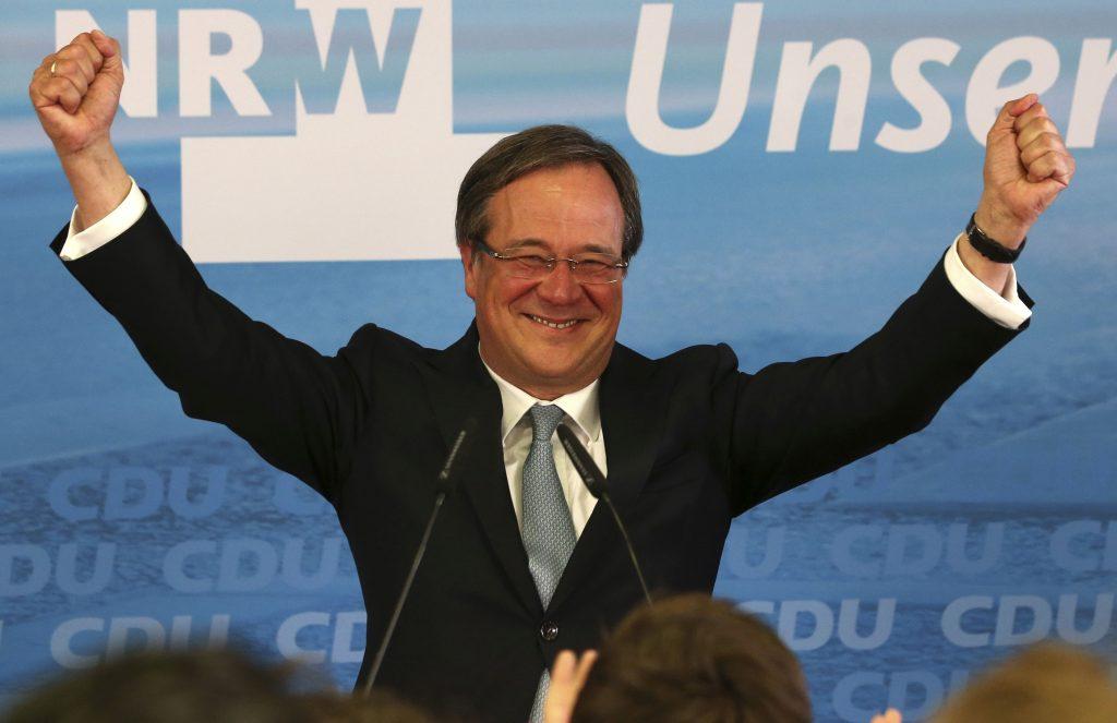 Šéfom nemeckých kresťanských demokratov sa stal stredový Laschet