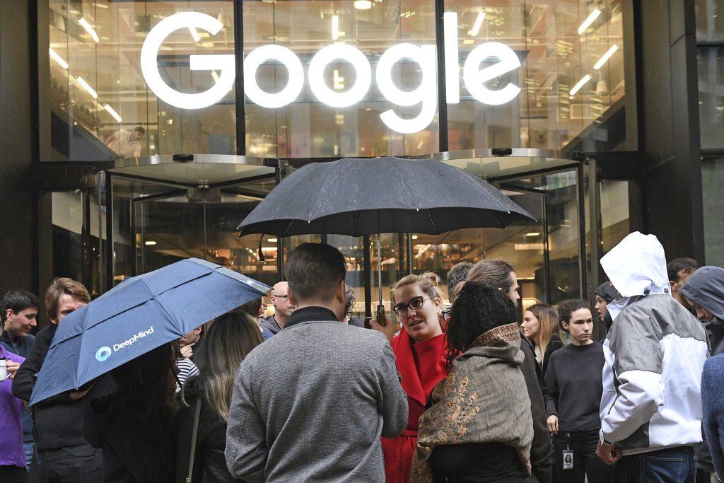 Tajná dohoda Googlu s Facebookom a ďalšie hrozby dominancie technologických gigantov na internete